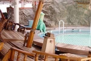 Piscine pour enfants Adventure Beach avec toboggan
