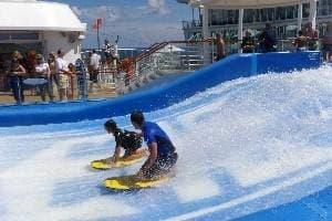 Deux simulateurs de surf FlowRider®